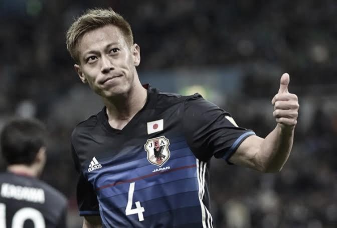 Torcida do Botafogo lança campanha em japonês para contratação de Honda