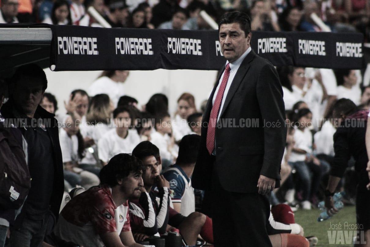 """Luis Fernando Tena: """"Hoy le ganamos a Atlas, porque Chivas tiene mejor plantel"""""""