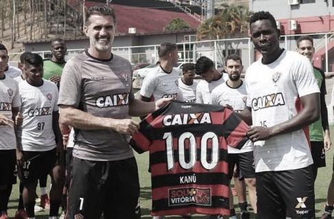 Ex-jogador do Vitória, Kanú mobiliza torcedores em sorteio beneficente de camisa