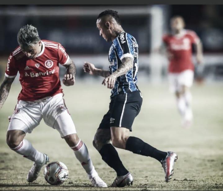 Com gol de falta de Jean Pyerre, Grêmio bate Internacional no Gre-Nal 425