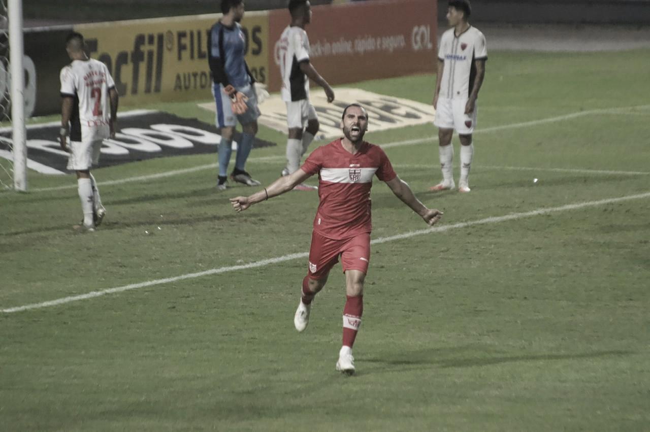 Com gol de Léo Gamalho, CRB vence Oeste e conquista primeiros pontos na Série B