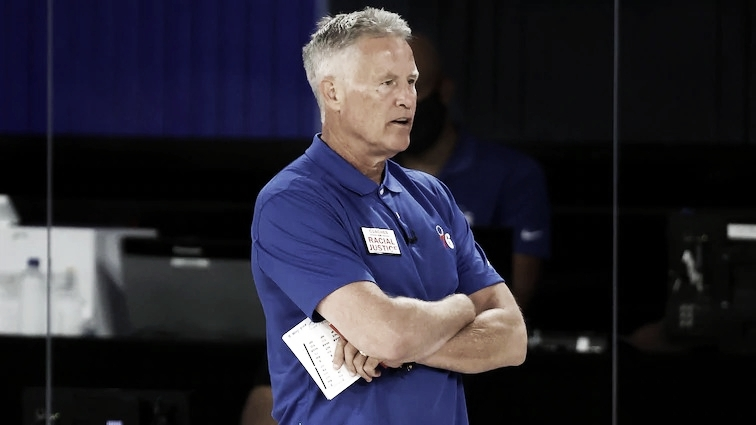 Após ser varrido pelo Boston Celtics, Philadelphia 76ers demite técnico Brett Brown