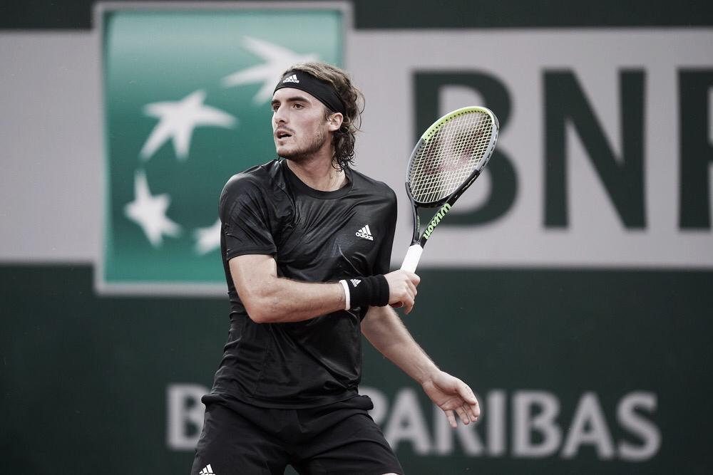 Com facilidade, Tsitsipas vence Cuevas e segue firme em Roland Garros