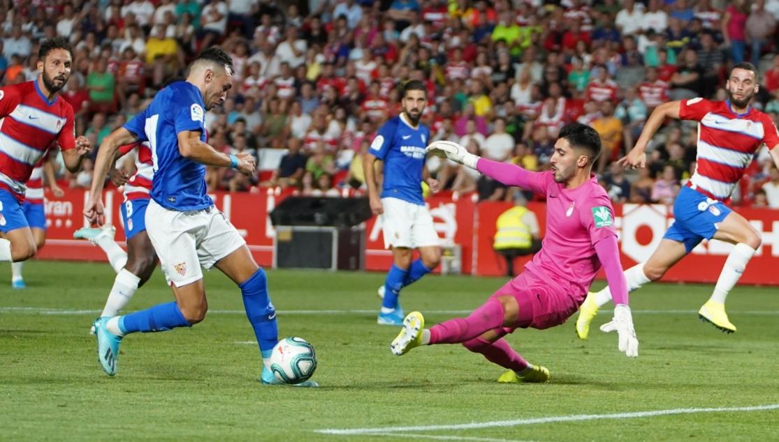 Rui Silva atajando un disparo del rival. Foto: Granada CF