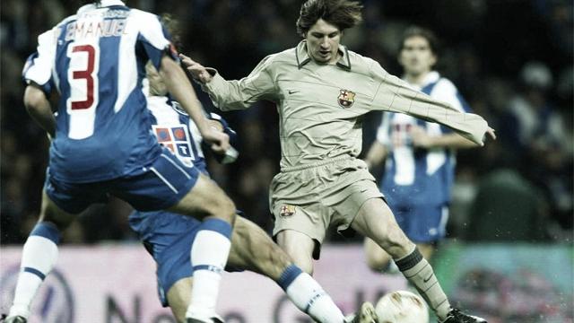 Hace 17 años Lionel Messi debutaba en el Barcelona