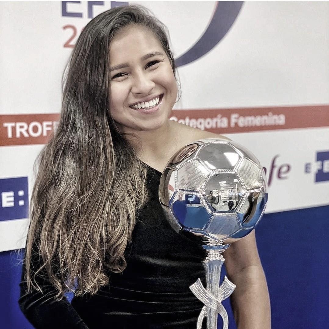 Leicy Santos la jugadora más valiosa de la temporada 19/20