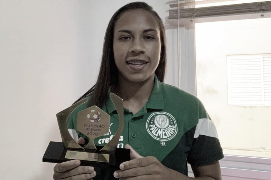 """Na seleção do Paulistão, zagueira Thais Ferreiravibra com prêmio: """"Feliz por essa conquista"""""""