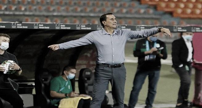 """Alexandre Guimarães: """"Me deja muy tranquilo que el equipo se está soltando más"""""""