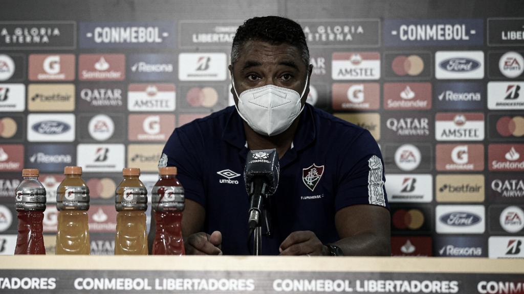 """Roger Machado exalta triunfo diante do Santa Fé: """"Vitória maiúscula"""""""