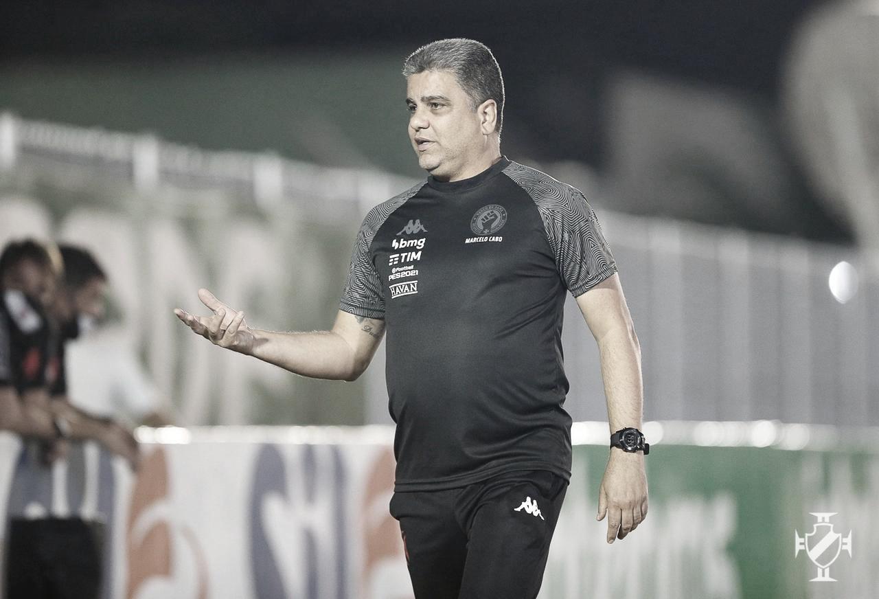 """Marcelo Cabo descarta falta de intensidade após vitória magra do Vasco: """"Faltou inteligência"""""""