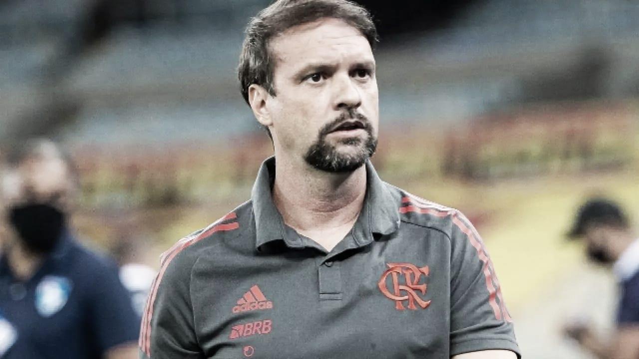 Auxiliar Maurício elogia atuação do Flamengo e revela que Rodinei foi pedido de Ceni