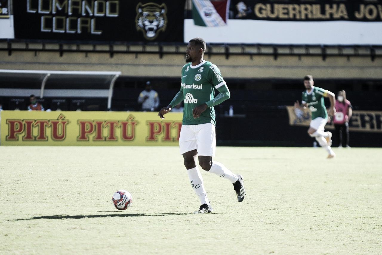 Léo Kanu, do Ypiranga, demonstra confiança, mas prega cautela para o restante do Brasileirão Série C