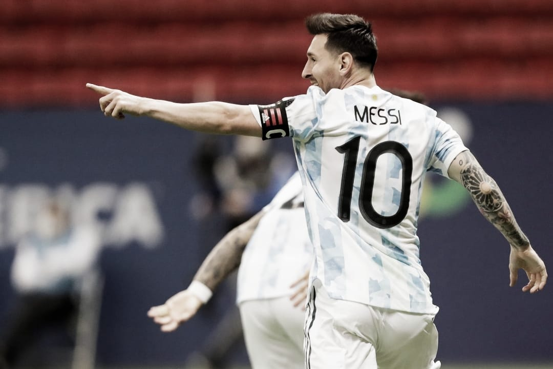 Martínez brilha nos pênaltis, Argentina bate Colômbia e fará clássico na final da Copa América