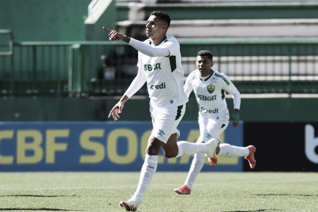 Cuiabá vence Chapecoense de virada e consegue primeira vitória no Brasileirão