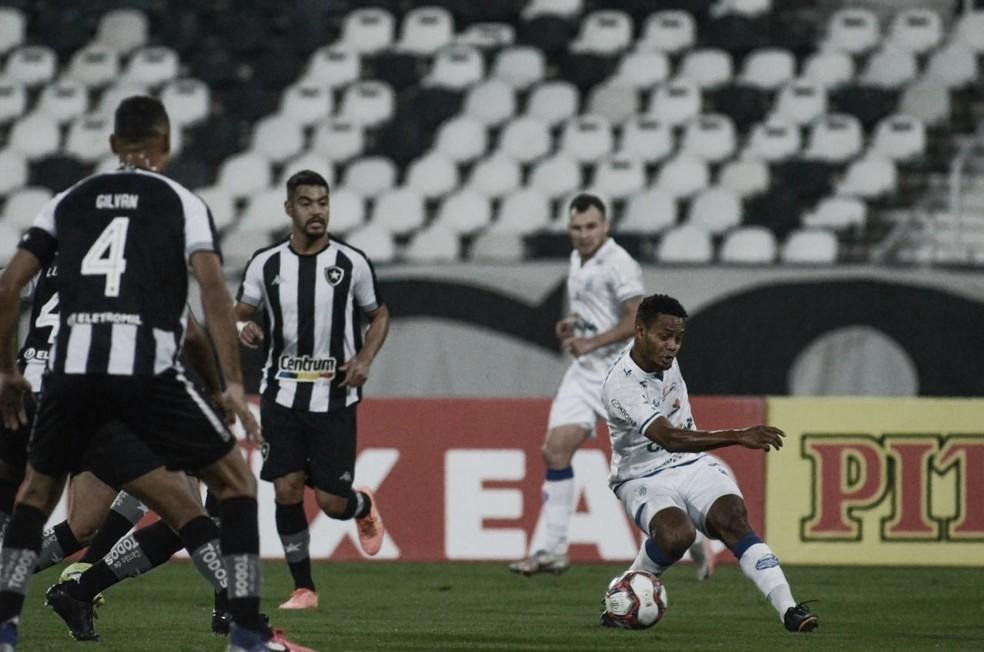 Botafogo visita CSA com presença de público e pode assumir vice-liderança