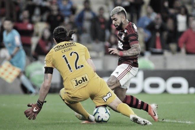 Duelo de gigantes: pressionado Corinthians recebe embalado Flamengo