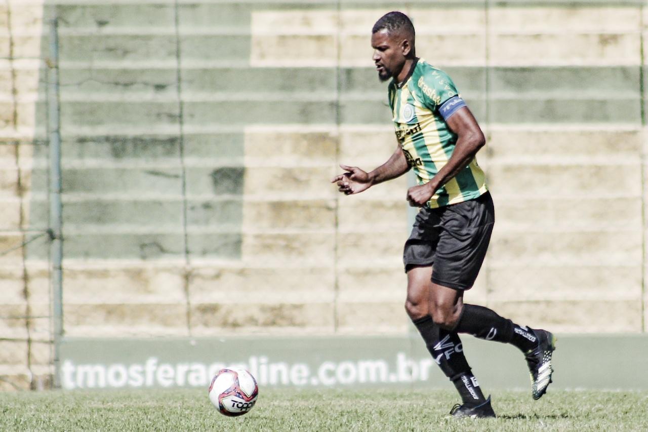Faixa de capitão, gols e titularidade: Léo Kanu vive seu melhor momento no Ypiranga-RS