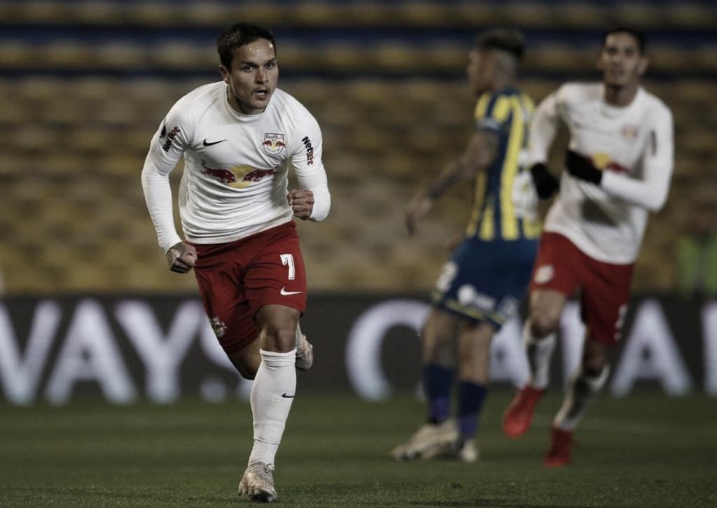 Artur marca três gols, Bragantino bate Rosario Central e larga na frente pelas quartas da Sul-Americana