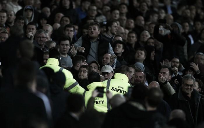 Confusão entre torcedores de West Ham e Chelsea será investigada pela FA e Polícia