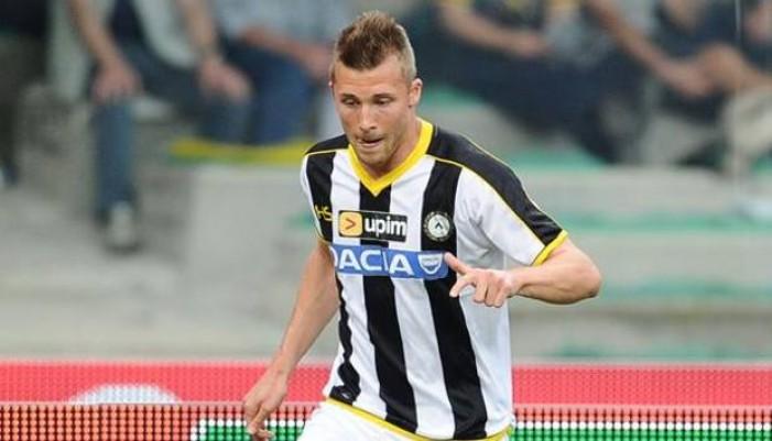 L'Udinese perde Widmer: forte contusione alla spalla, fuori due settimane
