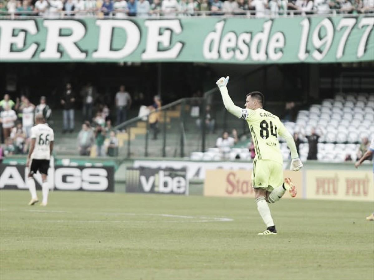 Alex e Wilson trocam elogios após ótima atuação do goleiro contra Goiás