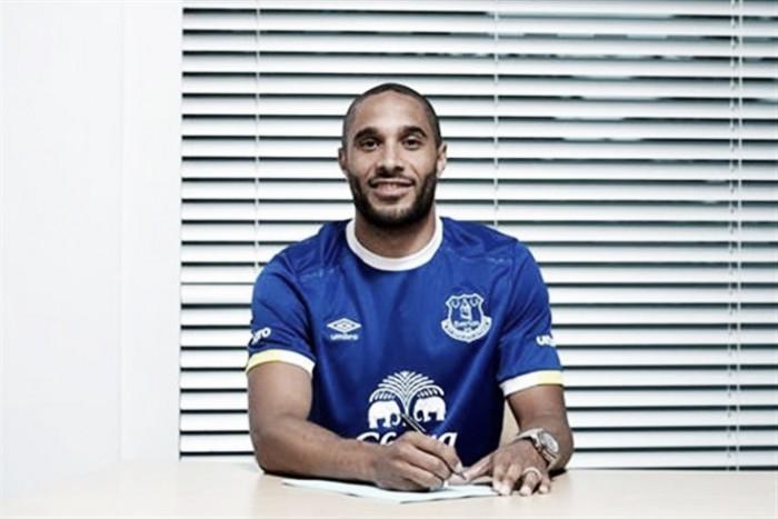 Everton acerta com Ashley Williams, capitão do Swansea