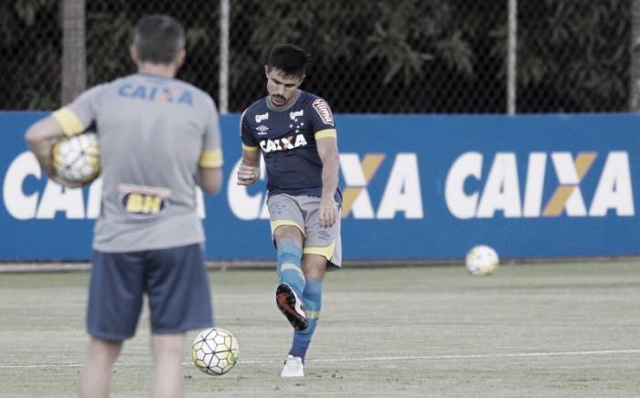 Willian nega ter ironizado torcida do Cruzeiro em substituição e lamenta falta de gols em 2016