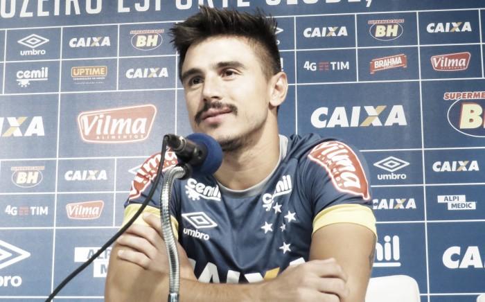 Willian relembra goleada contra Figueirense e quer reação do Cruzeiro no Brasileirão