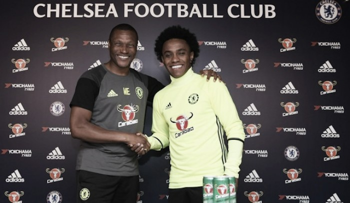 Willian signs four-year extension with Chelsea