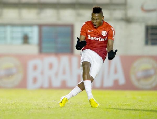 Internacional faz dois gols em 15 minutos e vence o Criciúma em Caxias