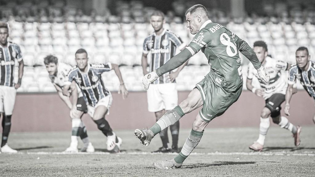 Em tarde inspirada, aniversariante Wilson garante empate ao Coritiba contra o Grêmio