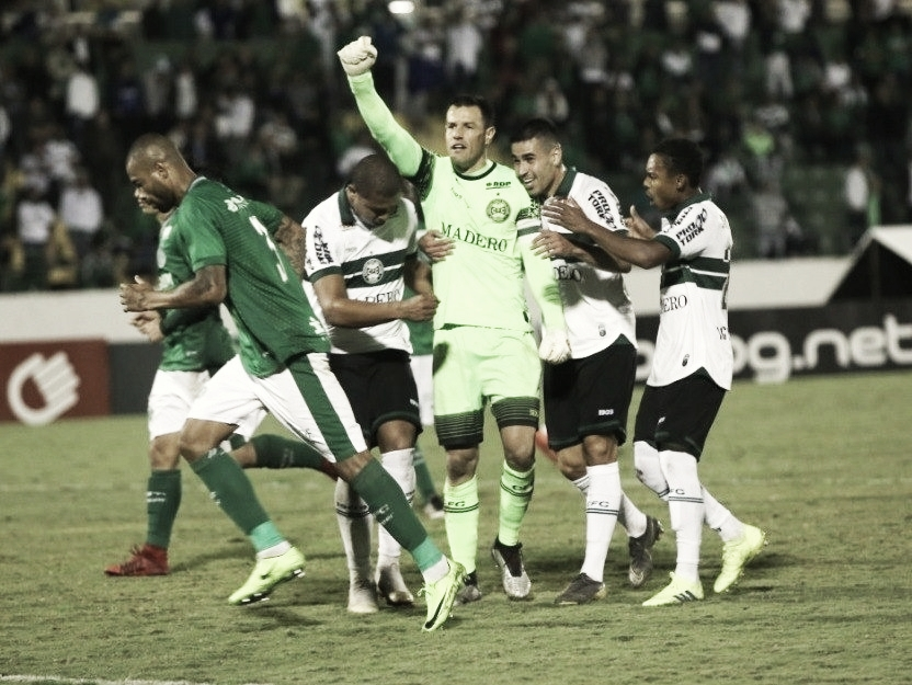 Goleiro artilheiro! Coritiba vence Guarani com gol de Wilson nos acréscimos