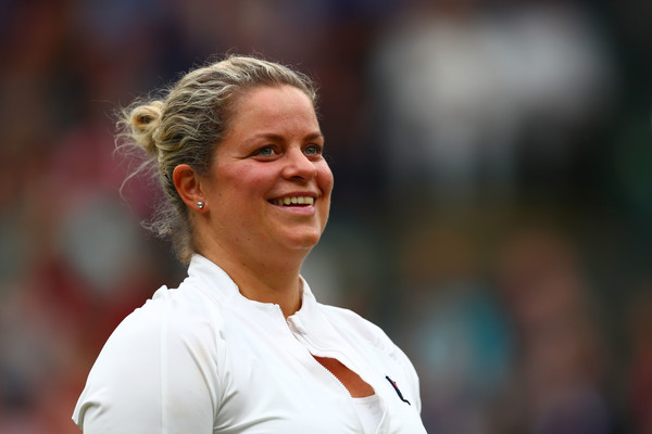 Kim Clijsters announces her return to professional tennis