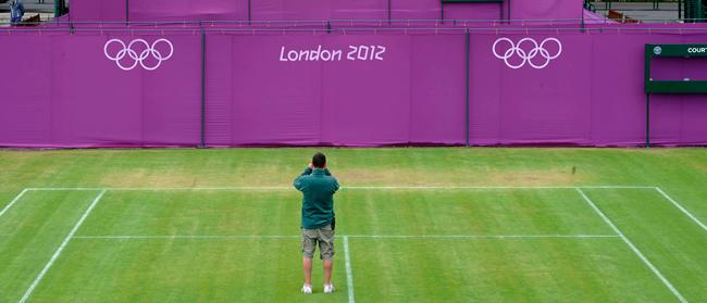 El césped de Wimbledon, entre algodones