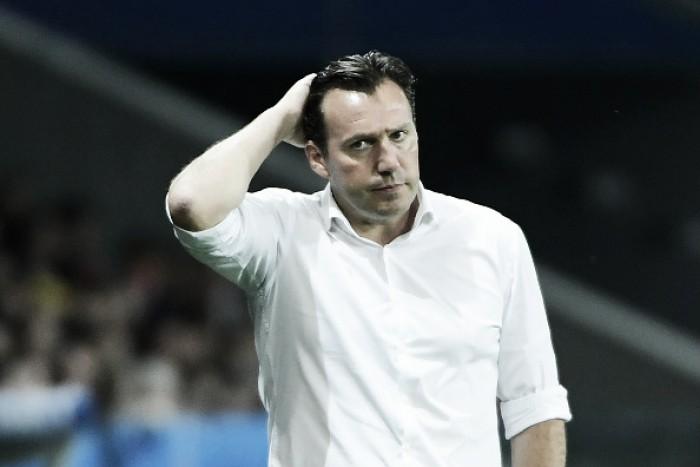 """Wilmots minimiza erros defensivos na eliminação para Gales: """"Defesa com média de 23 anos"""""""