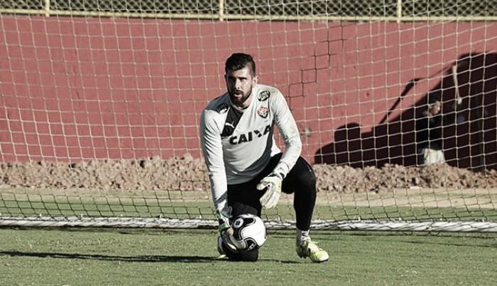 """Fernando Miguel nega racha no elenco do Vitória: """"Todo mundo tem se comprometido"""""""