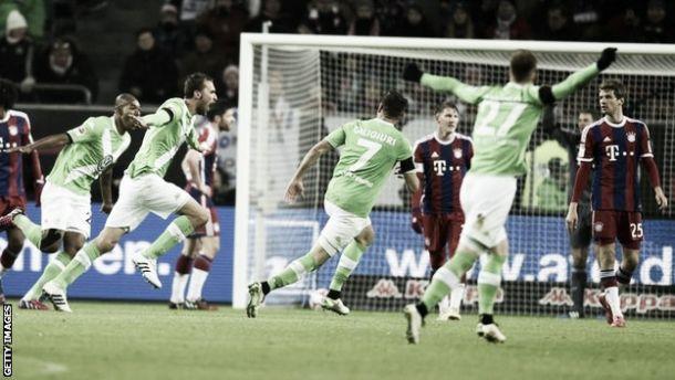 Bundesliga: Wolfsburgo impõe goleada ao líder Bayern