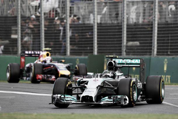 Velocidade de ponta mantém Mercedes apontada à liderança