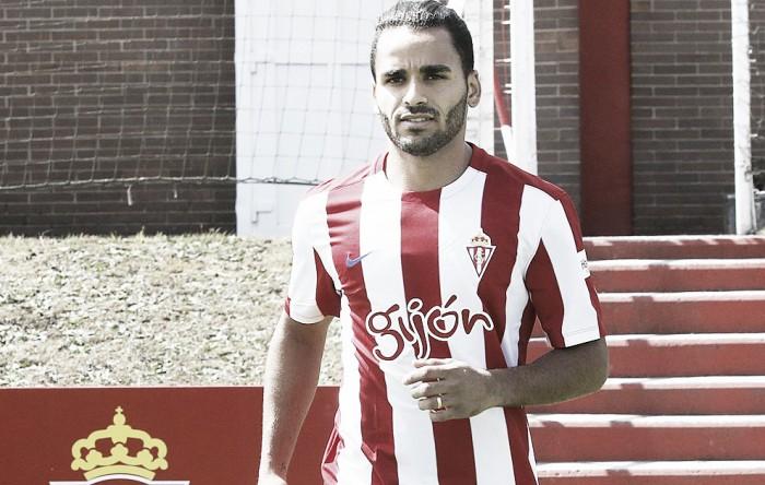Lateral Douglas dorme de mau jeito, perde treino e pode desfalcar Gijón contra o Barça