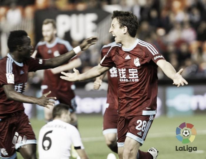 Jovem Oyarzabal marca no fim e Real Sociedad vence Valencia no Mestalla