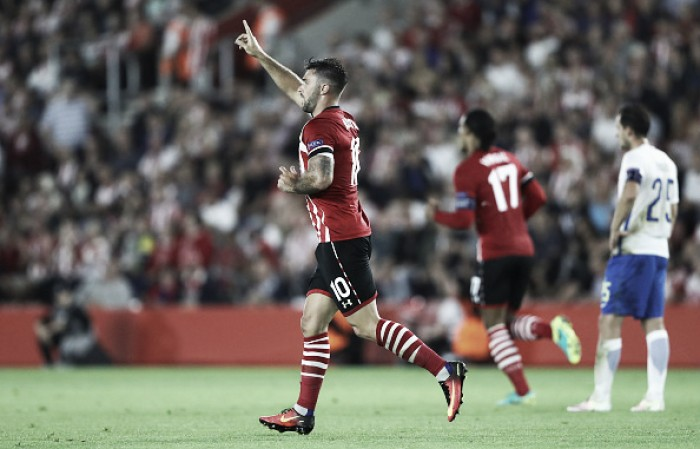 Southampton decide no primeiro tempo e vence Sparta Praga com dois de Charlie Austin