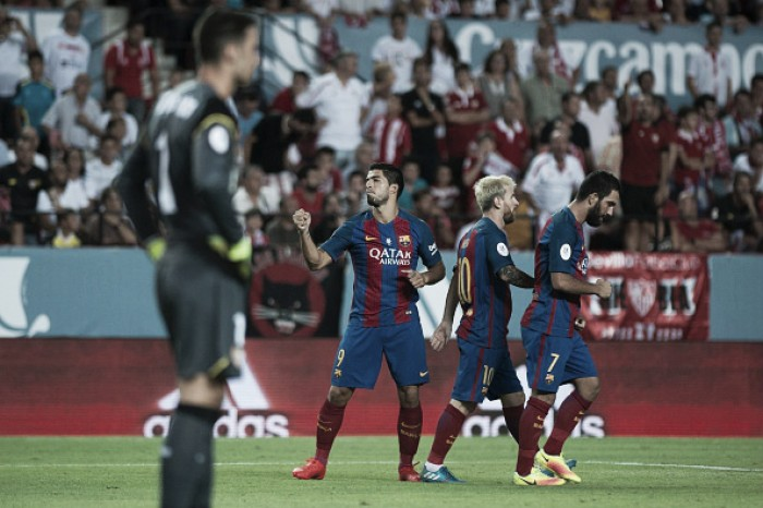 Barcelona decide no segundo tempo, bate Sevilla e fica perto do título da Supercopa da Espanha