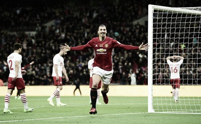 Ibra marca no fim, United supera Southampton em jogo espetacular e é campeão da Copa da Liga