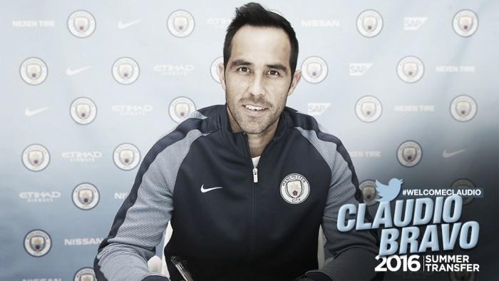 Man City confirma especulações e anuncia contratação do goleiro Claudio Bravo, ex-Barcelona