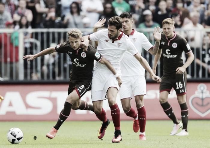 Sevilla sofre, mas vira sobre St. Pauli na estreia de Luciano Vietto