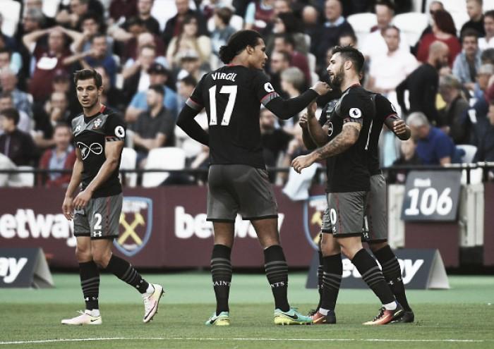 Southampton se impõe fora de casa e derrota West Ham com tranquilidade