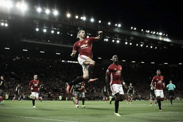 Ibrahimovic marca dois e Manchester United bate Southampton na estreia de Pogba