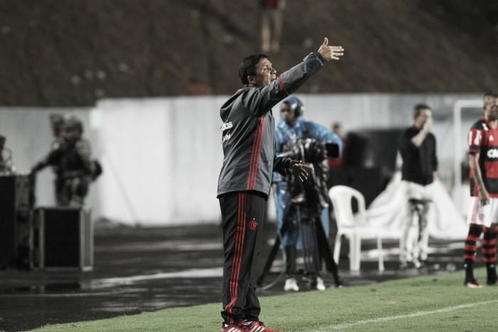 """Zé Ricardo exalta elenco do Flamengo após vencer Coritiba: """"Tem que brigar nas duas competições"""""""