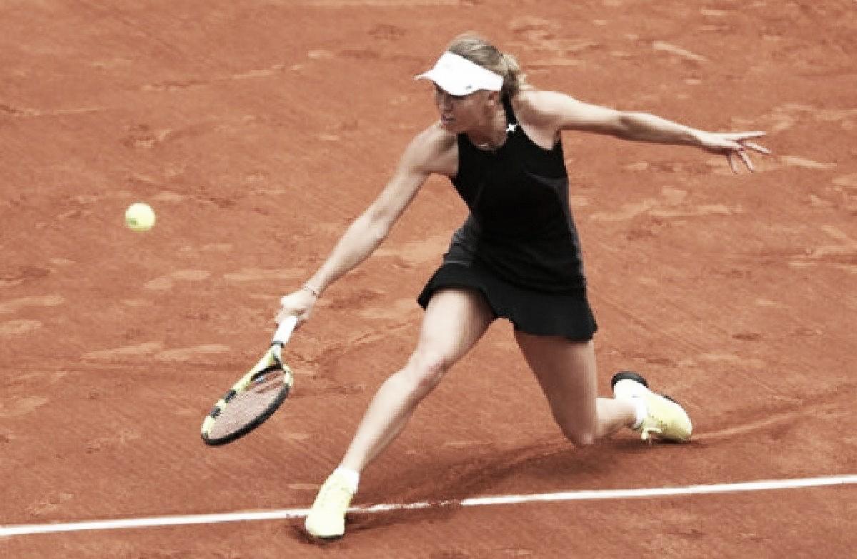 Com direito a pneu, Wozniacki arrasa Parmentier e se classifica para oitavas em Roland Garros