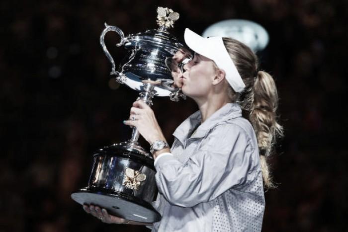 A espera acabou! Wozniacki supera Halep e conquista seu primeiro Major na Austrália